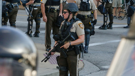 St. Louis Police Department officers stand on the street in riot gear © Lawrence Bryant