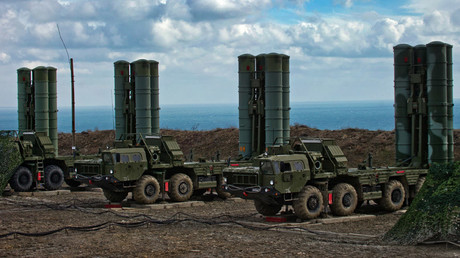 FILE PHOTO The S-400 Triumf anti-aircraft weapon system © Sergey Malgavko
