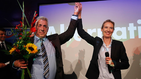 Alice Weidel (R), top candidate of the anti-immigration party Alternative fuer Deutschland (AfD)  in Berlin, Germany, September 24, 2017 © Wolfgang Rattay