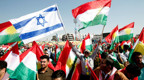 Kurds carry Israeli and Kurdish flags to show their support for the upcoming September 25th independence referendum in Erbil, Iraq September 22, 2017 © Azad Lashkari