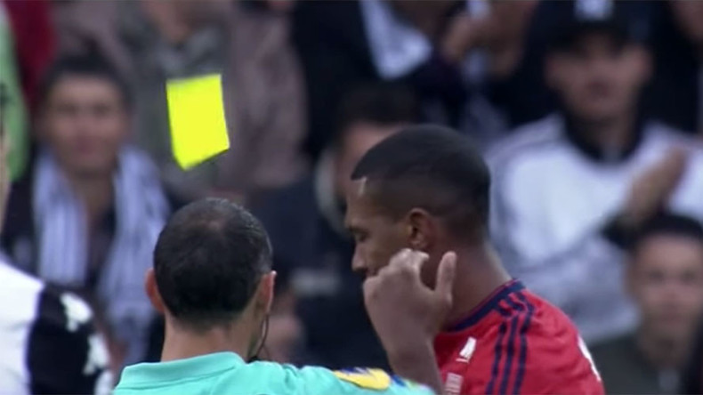 Brazilian footballer accidentally flicks yellow card from ref's hand, gets sent off (VIDEO)