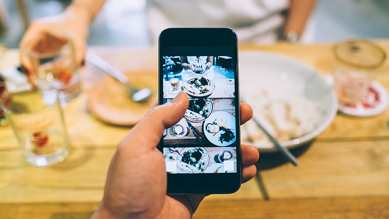 An early bath instead of dinner: French restaurant bans mobile phones, ketchup, Coca-Cola