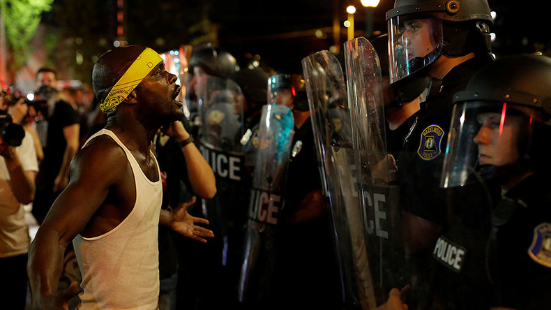 Scores of St Louis protesters arrested after highway blockage (PHOTOS)