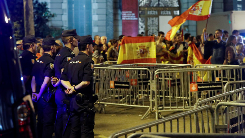 Madrid sends 20 trucks with beds, kitchens & showers to riot police deployed to Barcelona – media