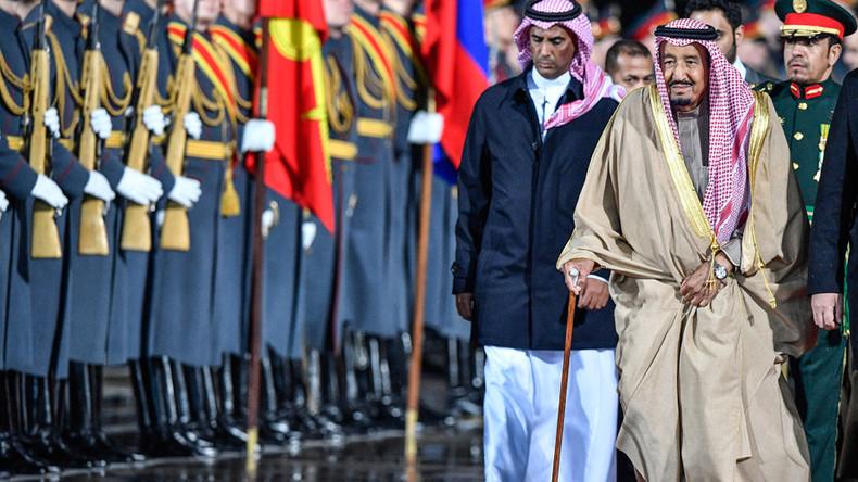 Saudi king's Russia visit: Luxury carpets, golden escalator & 1,500 staff (VIDEO)
