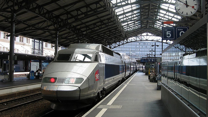 Lausanne train station briefly evacuated over bomb scare