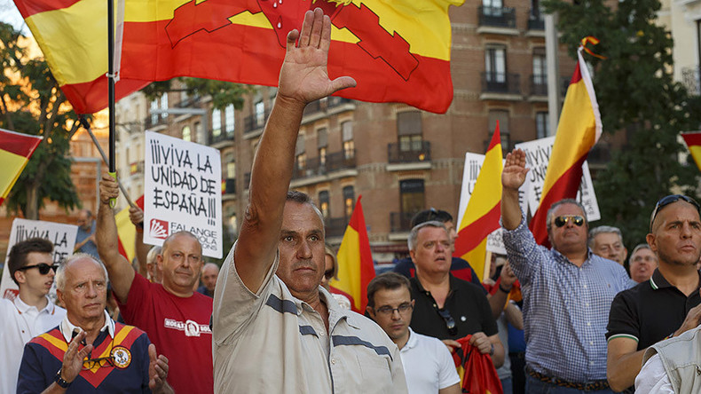 Fascist salutes seen at pro-Spanish unity demos in Madrid, Barcelona (PHOTOS, VIDEO)