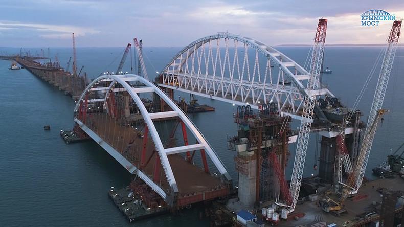 Russian engineers prepare to lift 2nd colossal Crimea Bridge arch (VIDEOS)