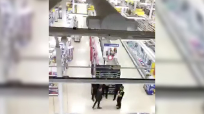 Security guard occupies supermarket rafters to protest 'unfair dismissal' (VIDEO)