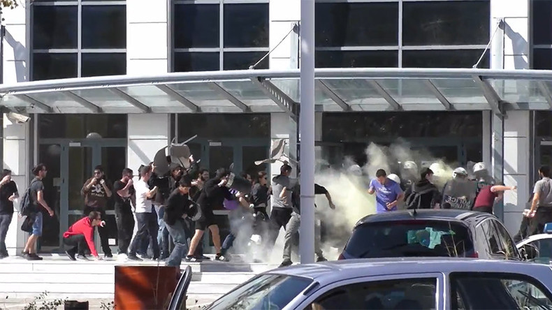Free books no more: Greek students storm education ministry after publishers suspend scheme (VIDEO)