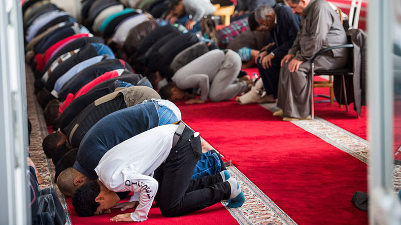 Muslim public holidays in Germany? Interior minister's proposal met with furious backlash