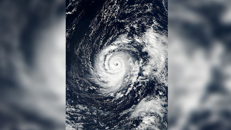 Hurricane Ophelia threatens Ireland & UK with 90mph winds & flooding (VIDEOS)  %Post Title