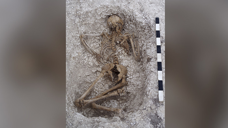Prehistoric burial ground unearthed at UK army garrison site (PHOTOS)