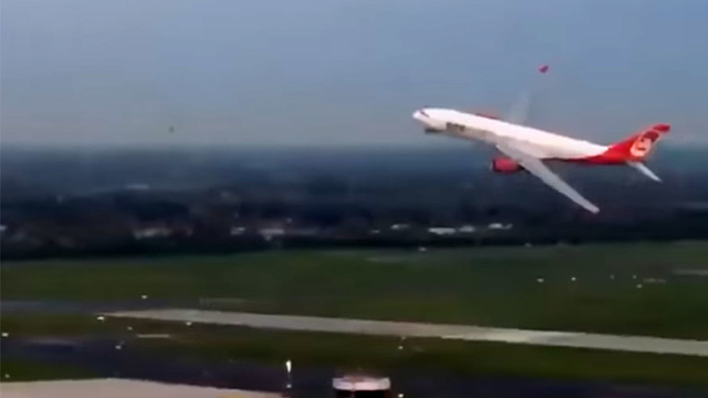 Last Air Berlin flight from USA pulls off spectacular landing manoeuvre