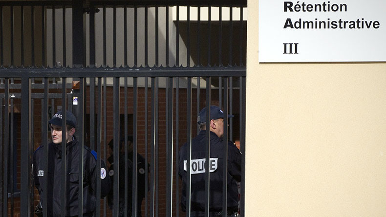 50 French detention center staff take sick leave to protest new arrivals, working conditions