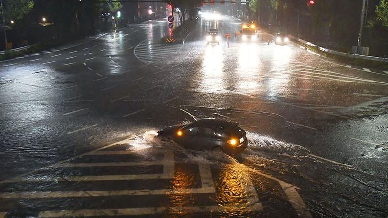Two dead as typhoon Lan's heavy rains & wind hit Japan (PHOTOS, VIDEO)