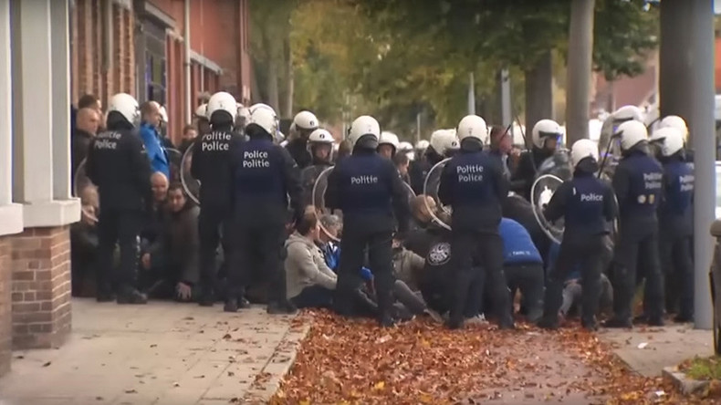 3 people seriously injured, 120 detained in Belgium football hooligan riot (VIDEO)