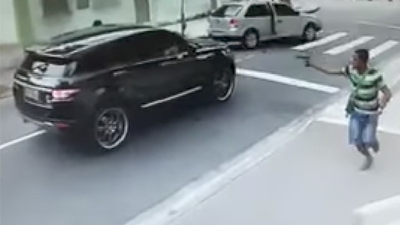 Brazil international goalkeeper carjacked at gunpoint in Rio (VIDEO)