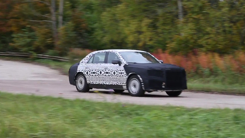Upgrade for Putin's motorcade? Russia's mystery VIP limo spotted near Moscow (VIDEO)