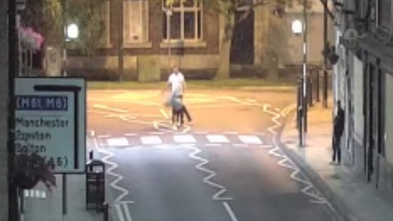 Brutal 1 punch knockout caught on CCTV sparks manhunt (VIDEO)