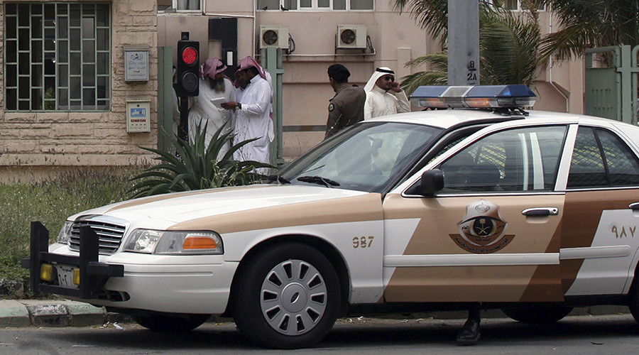 Gunman kills two guards at Saudi royal palace