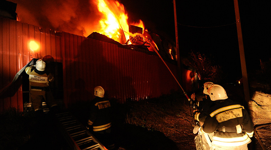Dozens of firefighters battle market blaze in southern Russian city (VIDEOS)