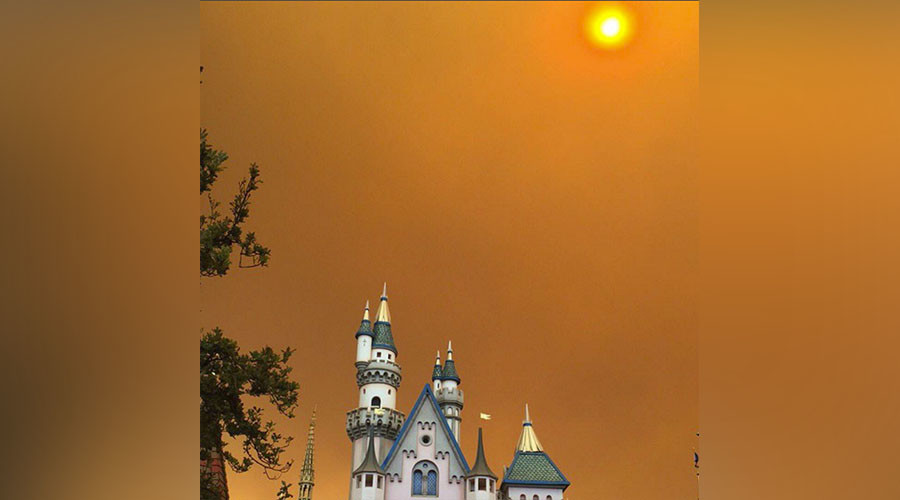 Apocalyptic inferno cloaks Disneyland in spooky haze as California fire rages (PHOTOS, VIDEOS)