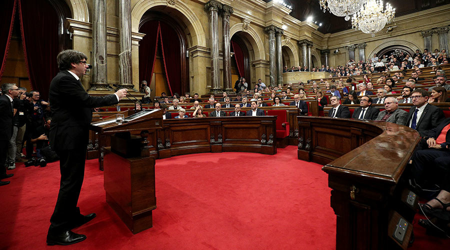 Puigdemont 'assumes mandate' for Catalonia to be independent, offers dialogue with Madrid