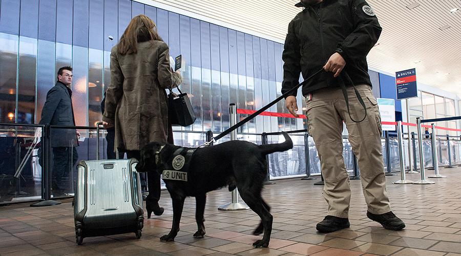 NY airport evacuated as man threatens bomb attack