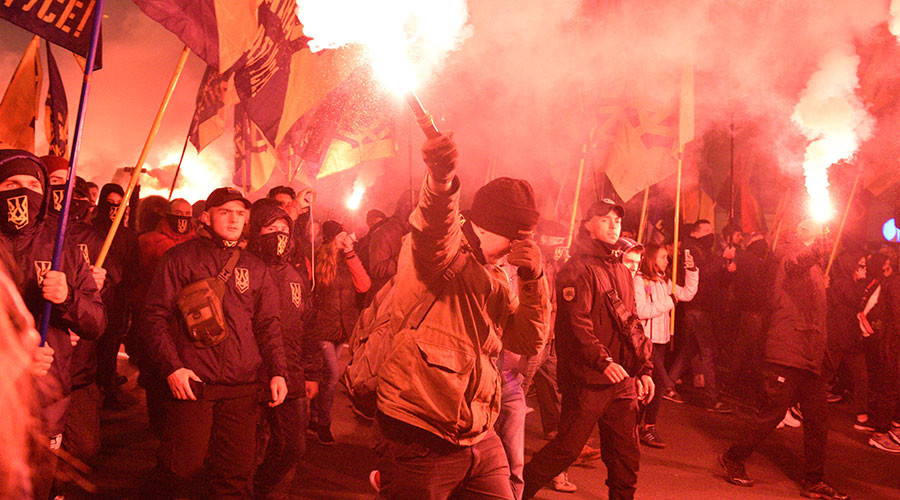 Hundreds of far-right vigilantes sworn in to 'enforce Ukrainian order' on Kiev's streets (VIDEO)