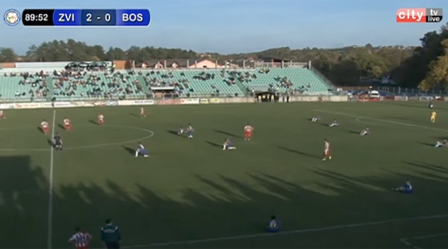 Bosnian footballers 'take a knee' at poor refereeing, concede two goals (VIDEO)