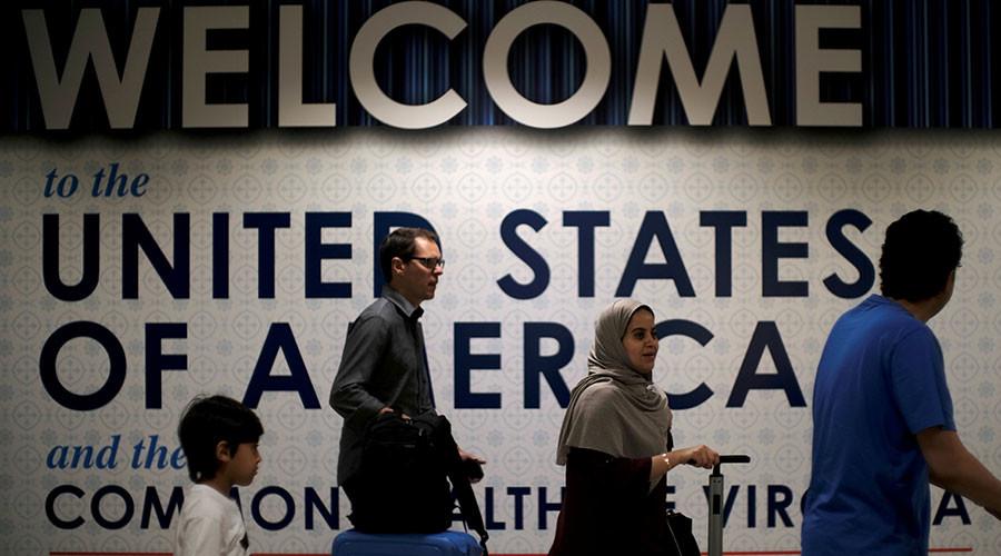 Hawaii judge again blocks Trump's travel ban