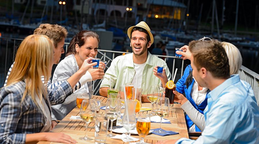 Beer buddies: Merkel sends Putin bottles of German booze, Russian leader reveals