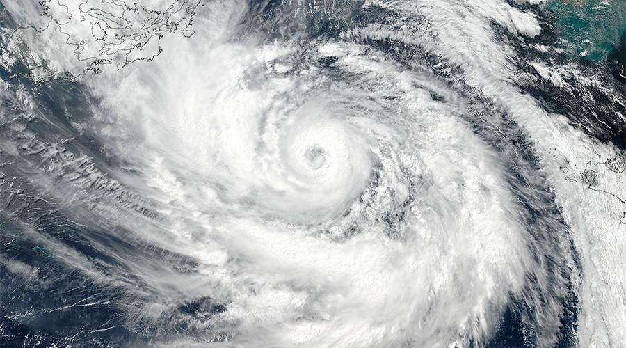 '50-mile eye': Typhoon Lan to strike Japan with intense wind & rain (PHOTOS, VIDEO)