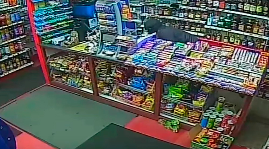 Masked robbers armed with wrenches attack newsagent worker (VIDEO)