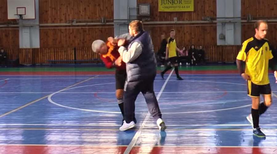 Futsal coach brutally attacks elderly referee in rage over red card (SHOCKING VIDEO)