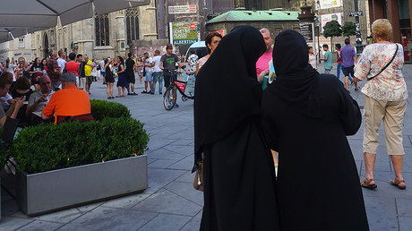 Women in Burkas, Vienna, Austria. © Education Images / Getty Images