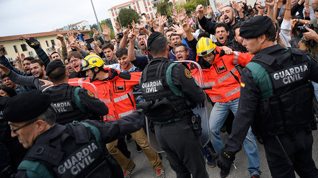 Firemen and people face off Spanish Civil Guard in Sant Julia de Ramis, Spain October 1, 2017 © Lluis Gene