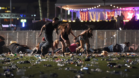 People run from the Route 91 Harvest country music festival after apparent gun fire was heard on October 1, 2017 in Las Vegas, Nevada. © David Becker / Getty Images
