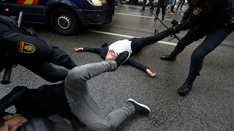 Spanish Civil Guard officers remove demonstrators outside a polling station for the banned independence referendum in Barcelona, Spain, October 1, 2017. ©Susana Vera