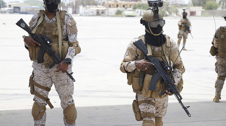 FILE PHOTO: Saudi soldiers armed with Kalashnikov assault rifles © Faisal Al Nasser