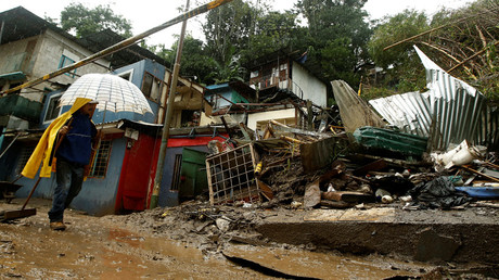 A man walks near houses damaged by a mudslide during heavy rains of Tropical Storm Nate that affects the country in San Jose, Costa Rica October 5, 2017 © Juan Carlos Ulate