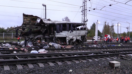 Train cuts school bus in two in southern France, at least 4 children dead (VIDEO)