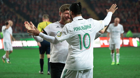 Head of the Chechen Republic Ramzan Kadyrov and Rondaldinho (R) after a friendly match between the Club Italy and Leader 65 teams in Grozny ©Said Tzarnaev