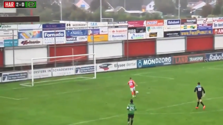 How did he miss from there? Dutch player in unbelievable open goal fail