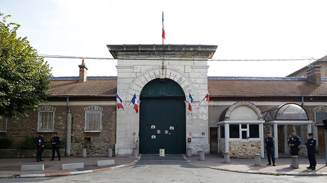 Radicalized inmate stabs 2 guards in French prison