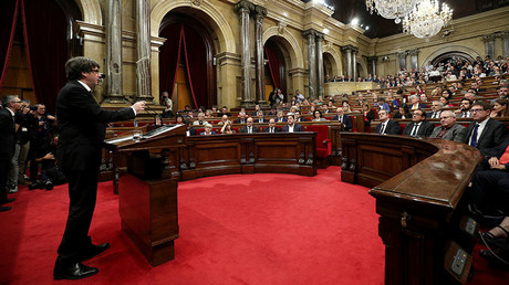 Catalan President Carles Puigdemont speaks in the chamber at the Catalonian regional parliament in Barcelona, Spain, October 10, 2017. © Albert Gea