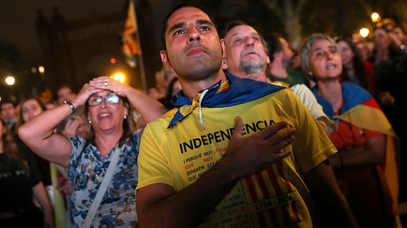 People react as they watch a sesion of the Catalan regional parliament on a giant screen at a pro-independence rally in Barcelona, Spain, October 10, 2017. © Susana Vera