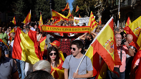 Protesters wave Spanish flags during a pro-union demonstration organised by the Catalan Civil Society in Barcelona, Spain October 8, 2017 © Vincent West