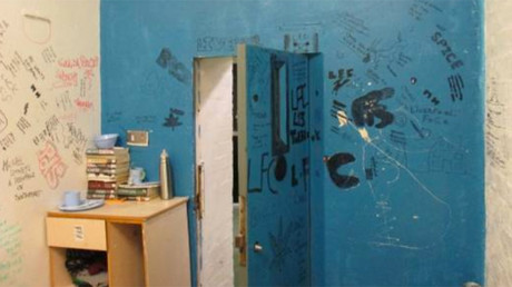 Cell covered in graffiti © justiceinspectorates.gov.uk